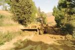 Strada piena di fango ad Aragona, la puliscono i residenti