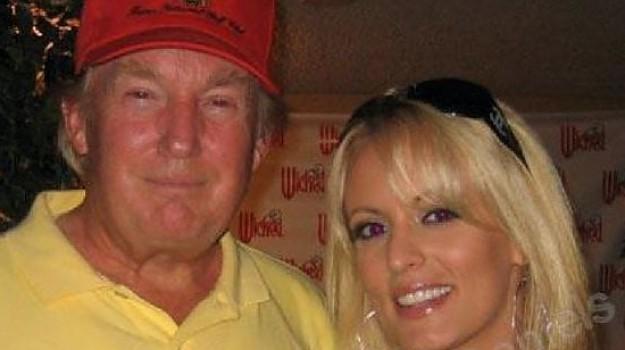 Trump, comprato il silenzio della pornostar per 130mila dollari