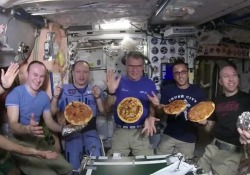 L'astronauta italiano si è fatto mandare gli ingredienti e ha stupito tutti con il menu imprevisto