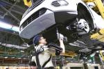 Auto, a Valencia gli operai Ford indossano l'esoscheletro