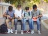 Gli smartphone non rovinano i ragazzi, i dati non giustificano la paura