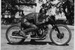 Venduta all'asta per 1mln dollari, Una Vincent è la moto più cara al mondo