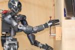 WalkMan, il robot che spegne gli incendi