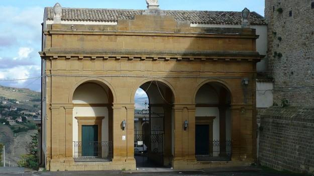 Cimitero caltanissetta off limits, Caltanissetta, Cronaca