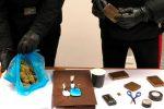 Lanciano droga dal balcone per sfuggire ai controlli: due arresti a Monreale