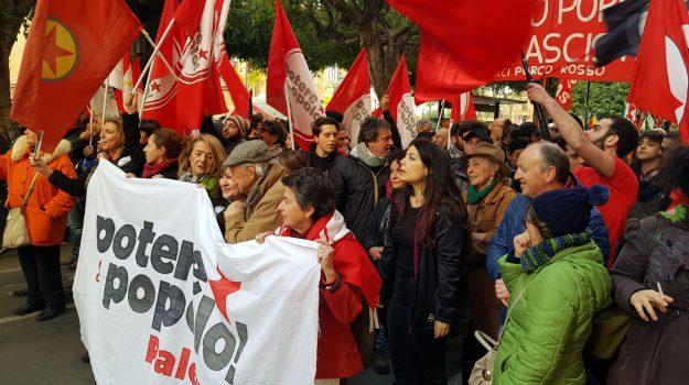 Cortei, manifestanti in piazza a Palermo Centri sociali: Ursino? Umiliato fascista