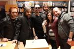 Le Vibrazioni tornano a Palermo, l'incontro con i fan alla Feltrinelli - Video