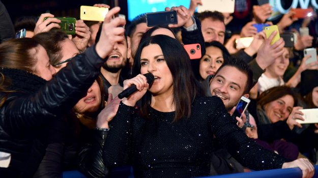 Italian singer Laura Pausini performs outside the Ariston theatre during the 68th Sanremo Italian Song Festival in Sanremo, Italy,10 February 2018. The 68th edition of the television song contest runs from 06 to 10 February. ANSA/ETTORE FERRARI