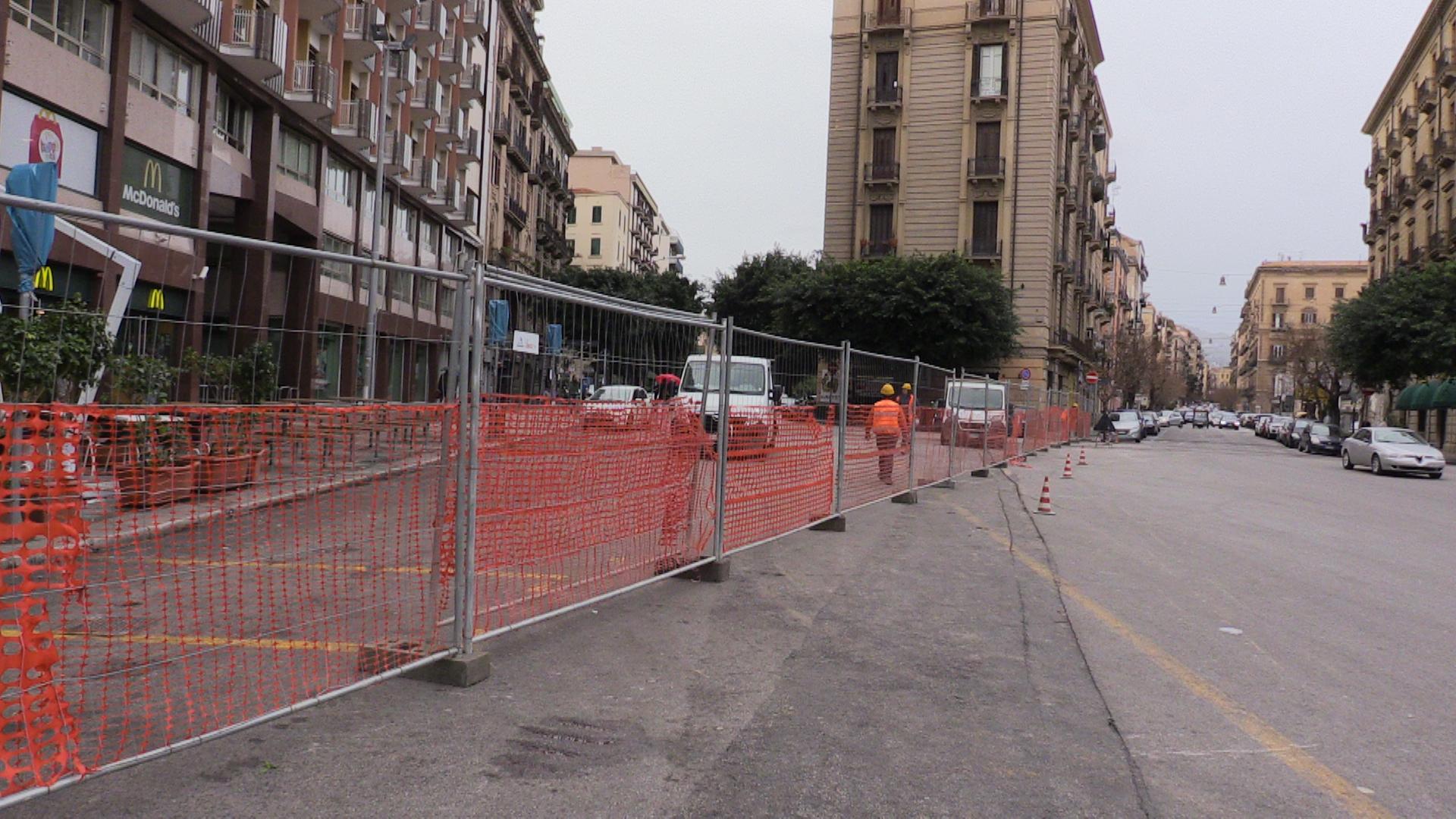Piazza Castelnuovo chiusa al traffico: ecco come cambia la viabilità