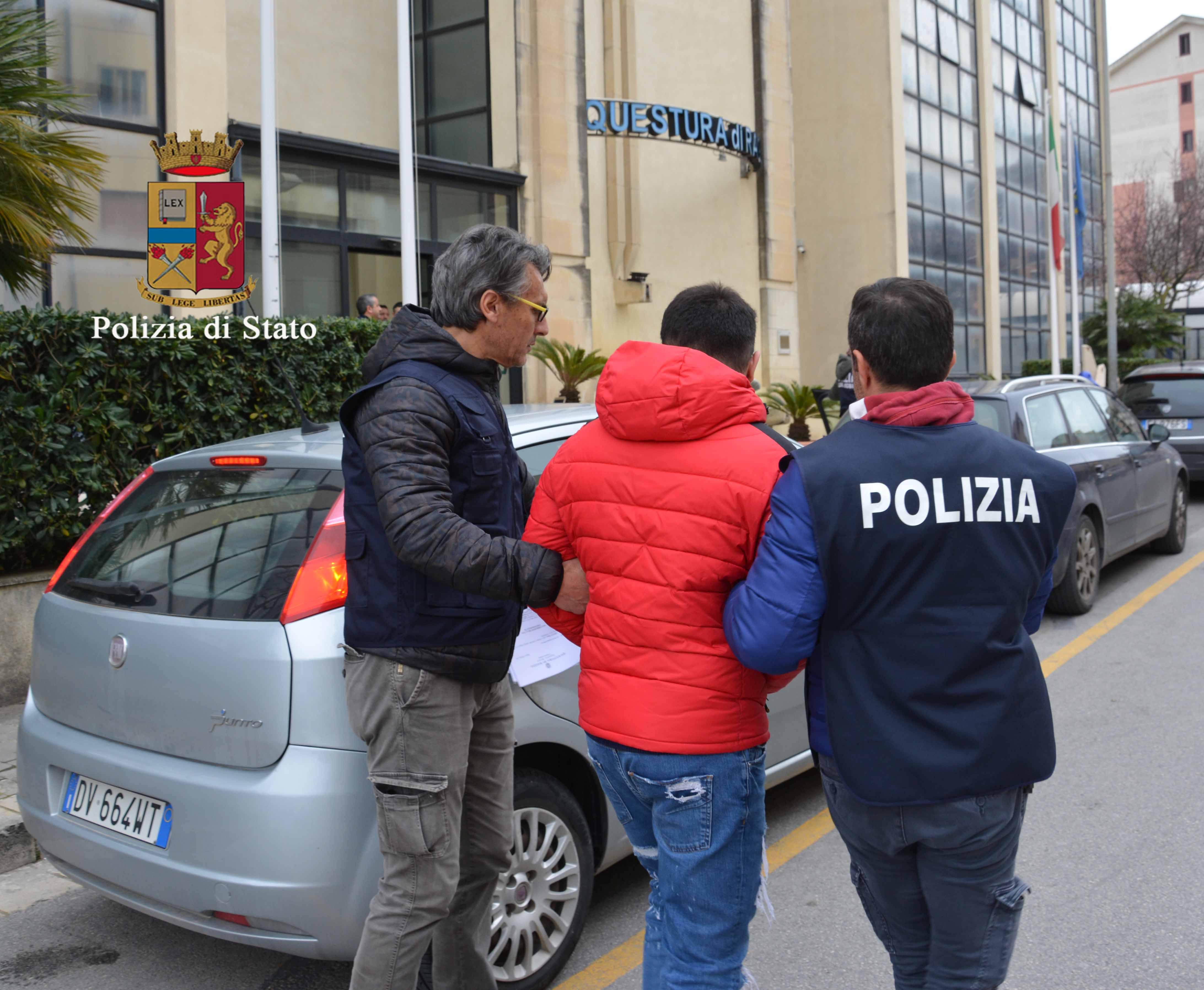 Giardini della Fortezza: droga nascosta nei cespugli, arrestati due pusher