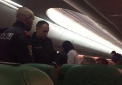 Atterraggio d'emergenza per un volo da Dubai ad Amsterdam. La causa? Stavolta è davvero bizzarra