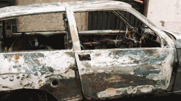 auto bruciata paternò, Catania, Cronaca