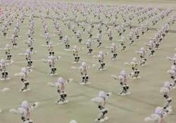 Avete mai visto 1.372 robot ballare tutti insieme?