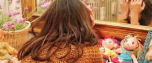 """Bimba venduta per sesso dai genitori: """"Temeva di essere punita"""". Padre e madre dal giudice"""