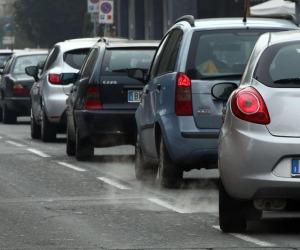 2,95 mld spesi nel 2017 per revisioni auto, in un anno +2,8%