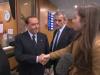 """Berlusconi a una giornalista Bbc: """"Se stringi la mano così forte non ti sposa nessuno"""""""