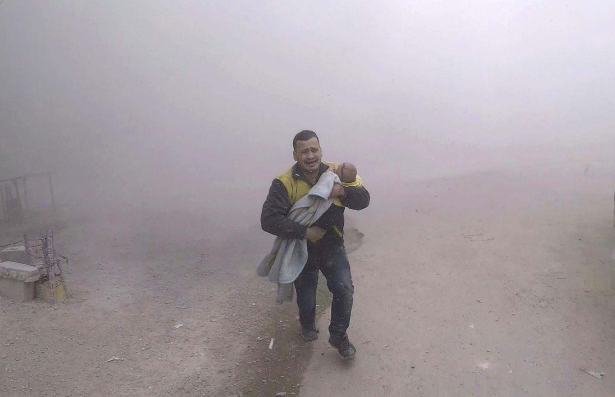 Siria, l'aviazione Usa bombarda le truppe pro-Assad