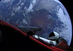 C'è una Tesla nello spazio: le immagini incredibili riprese dalla navicella Falcon Heavy