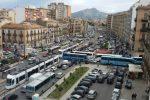 Traffico in tilt nelle ore di punta all'incrocio tra Corso dei Mille e Piazzetta Cairoli a Palermo