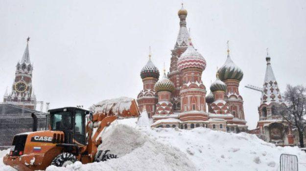 'Nevicata del secolo' a Mosca, si mobilita anche l'esercito - Foto