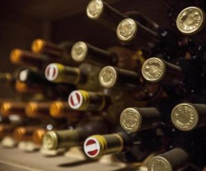 Le 5 regole d'oro per aprire una bottiglia di vino
