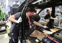 Taxi-robot costruiti nella fabbrica di Mercedes