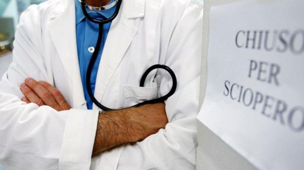 contratti medici, sciopero medici, Beatrice Lorenzin, Sicilia, Economia