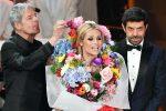 Michelle Hunziker si veste da mazzo di fiori, tutte le foto della quarta serata