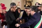 """Catania, Fiorello riceve la """"Candelora d'oro"""": """"Ci vediamo a Sanremo"""""""