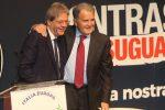 Il presidente del Consiglio, Paolo Gentiloni (S) e l'ex premier, Romano Prodi