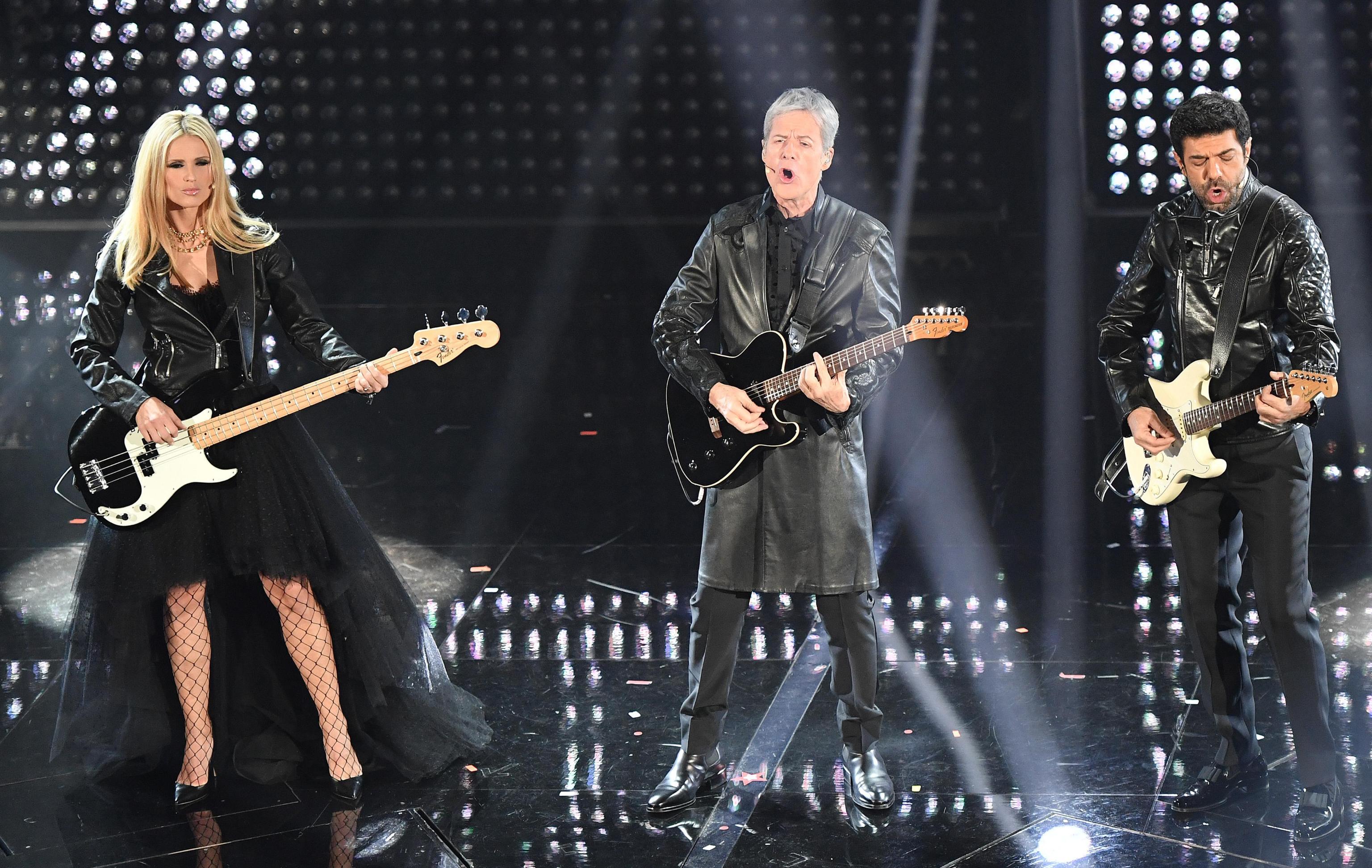 Sanremo, Claudio Baglioni fa piangere in diretta Michelle Hunziker