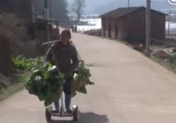 Gong, la contadina cinese che lavora in Segway diventa una star