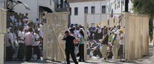 Migranti, hotspot di Lampedusa a pezzi: il Viminale lo chiude temporaneamente