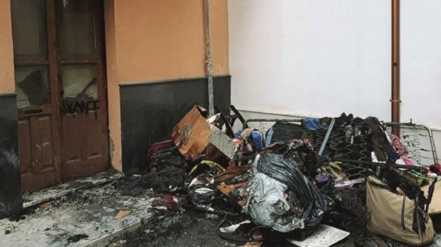 incendio ronco simeto, Siracusa, Cronaca