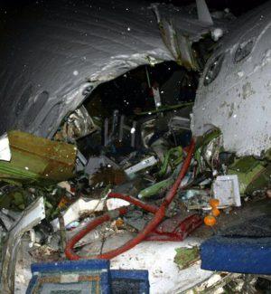 Tragedia nei cieli in Iran, aereo si schianta: morti i 66 passeggeri a bordo