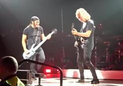 L'omaggio dei Metallica a Vasco Rossi: sul palco di Torino cantano 'C'è chi dice no'