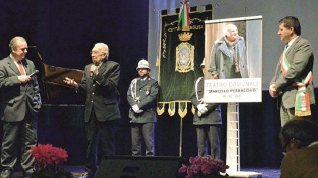 """Ragusa dedica il suo teatro a Marcello Perracchio, il """"Dottor Pasquano"""" di Montalbano"""