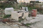 Discariche abusive a Menfi, amianto e rifiuti speciali per le strade