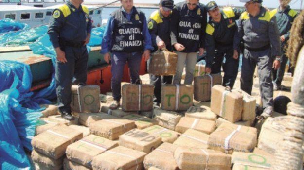 Trapani navi trafficanti vendita, Trapani, Cronaca