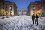 Meteo, il vento siberiano congela l'Italia Neve a Roma, stop ai voli da Palermo