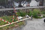 Palo caduto e degrado al rione Ogliastri a Messina, l'allarme