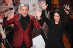 Sanremo 2018, Claudio Baglioni e Laura Pausini durante la telefonata di Fiorello