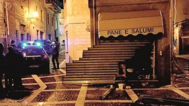 esplosione negozio pettineo, Messina, Cronaca