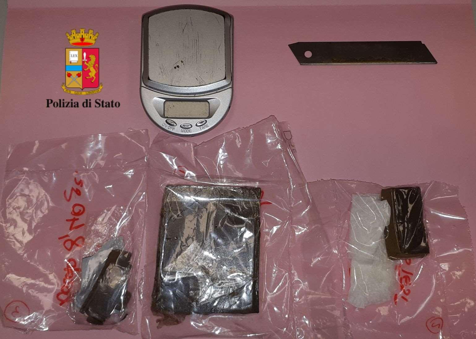 Droga per giovanissimi, tre arresti