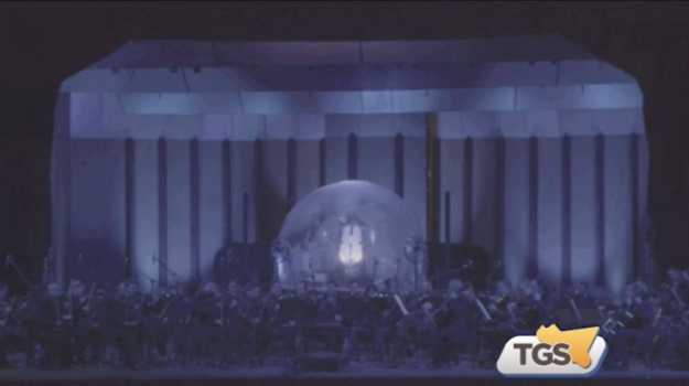 Per Sollima tour con violoncello di ghiaccio