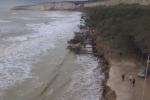 Le mareggiate continuano ad erodere la costa di Eraclea Minoa: il bosco finisce in mare - Video