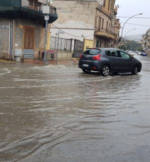 Ancora maltempo a Palermo, strade allagate a Ficarazzi - Video