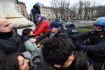 Alcuni studenti saliti sul vicino monumento in piazza Cairoli a Milano