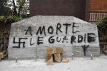 """""""Morte alle guardie"""" e svastiche: imbrattata lapide di Aldo Moro a Roma"""