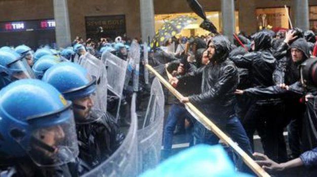 """Estremisti in piazza, Palermo blindata. Scontri a Torino, Gentiloni: """"Minoranze sparute"""""""
